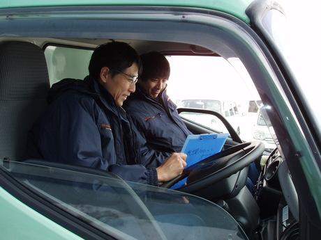 【2t・4tドライバー】マンツーマンでじっくり指導します当社でドライバーデビューしませんか?